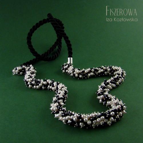 Perłowo-kryształowy sznur w bieli i czerni