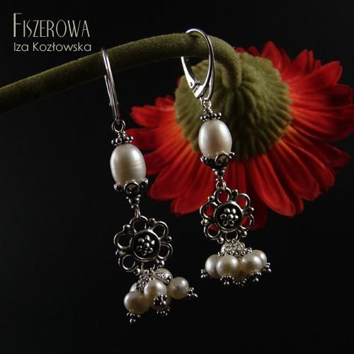 Pearl dancers